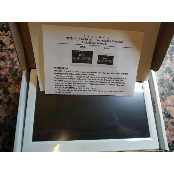 Nauja Paradox TM70 klaviatūra lietimui jautriu ekranu.